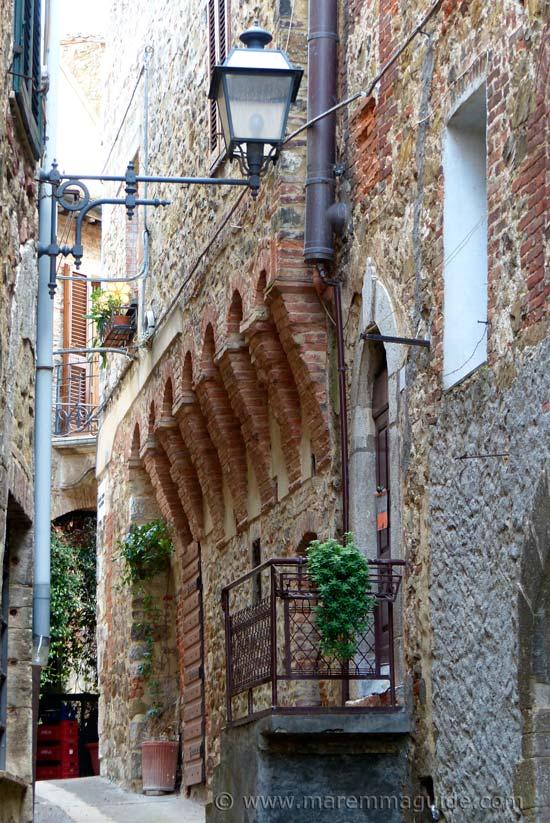 Montemerano street architecture