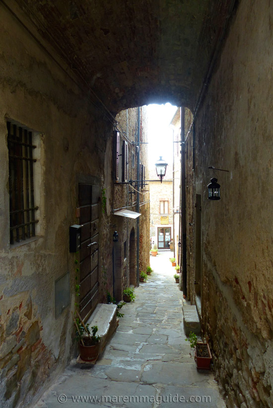 Montemerano: middle ages street