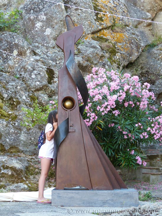 2016 Mostra La Rocca in Roccatederighi: metal key sculpture.