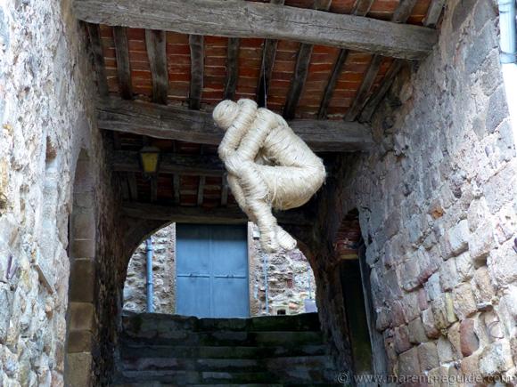 Mostra La Rocca Roccatederighi human wool sculpture