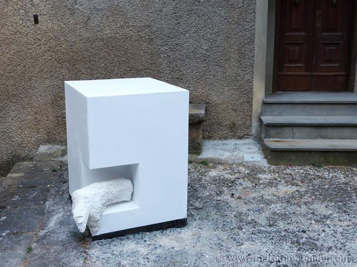 White cube art Roccatederighi.