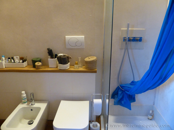 Restored Tuscany farmhouse for sale: bathroom