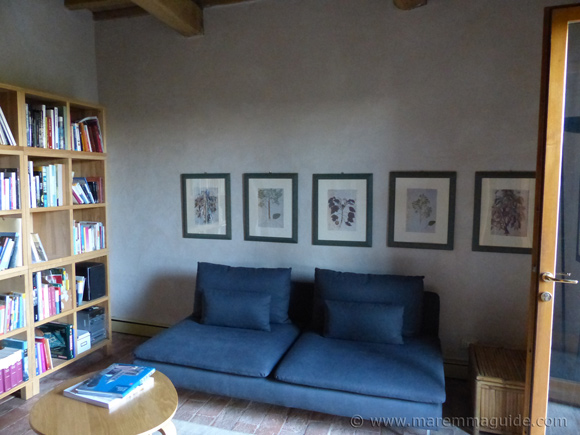 Old Tuscany farmhouse for sale: living room with stone floors
