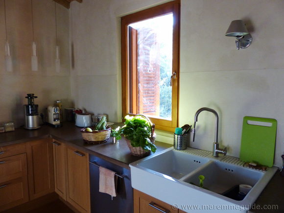 Old Tuscany farmhouse for sale: kitchen