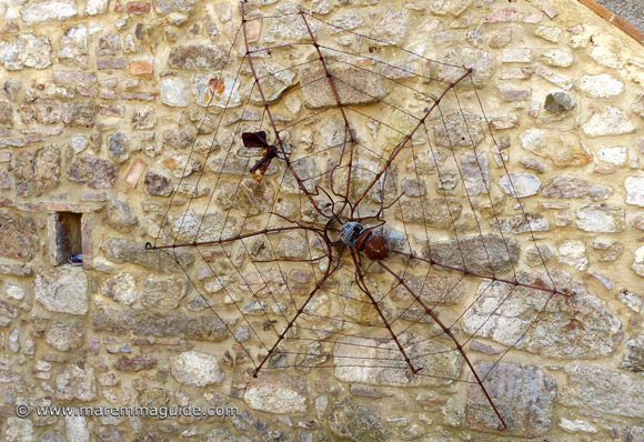 Handmade utdoor metal wall art: spider, web and fly in Roccatederighi Tuscany Italy
