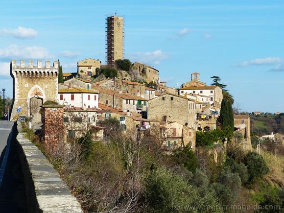 Pereta Tuscany and the 14th century military gateway.