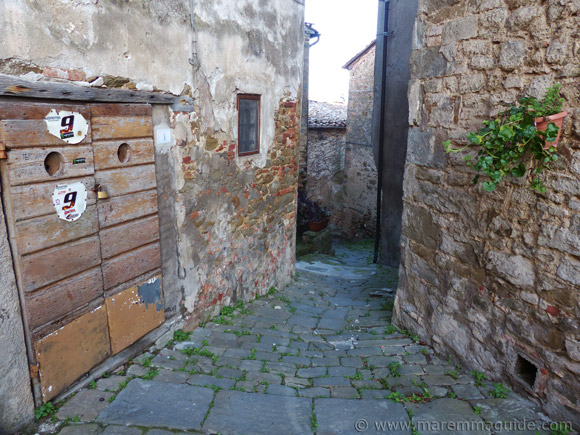Alleyway in Pereta with falling church masonry.