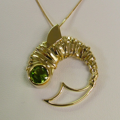Italian 18k gold jewelry: Green Peridot fish pendant