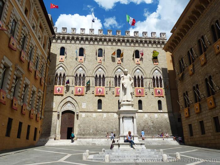 Piazza Salimbeni Siena.
