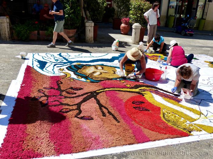 Pitigliano flower festival: the morning preparations.