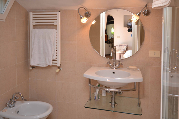 Bathroom of detached house for sale in Monte Argentario.