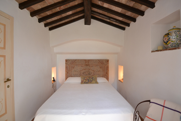 Bedroom of Porto Ercole holiday house for sale.