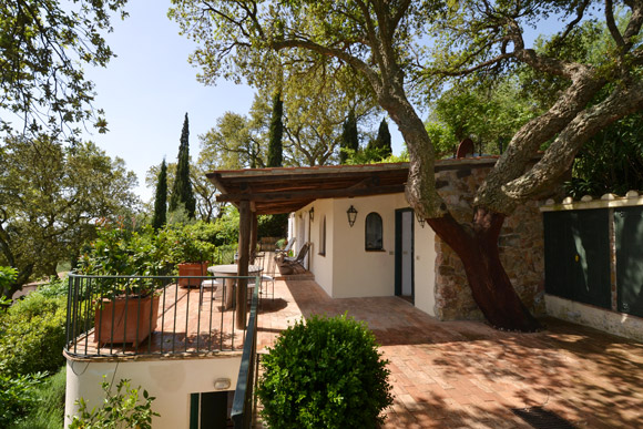 Porto ercole real estate: a two bedroom house with garden and sea view.