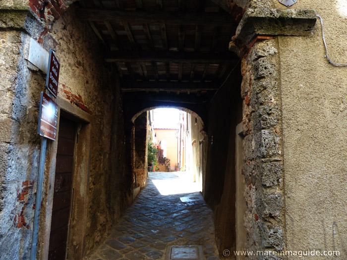Porta della Dogana, Prata in Maremma