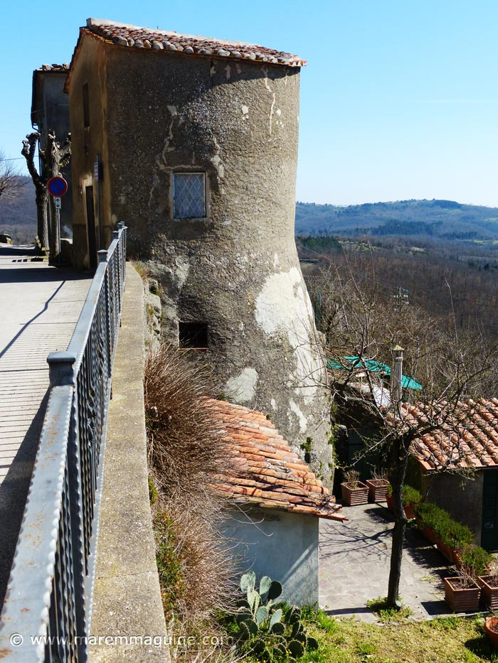 Prata in Maremma: medieval tower in city wall