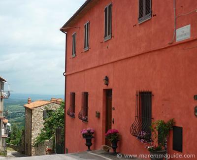 Ravi: newly painted Tuscan house Maremma Italy