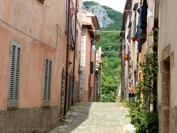 Roccalbegna street