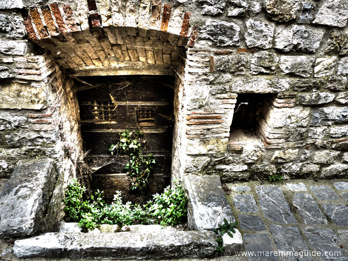 Tuscany doors: Palazzo della Lana Roccalbegna