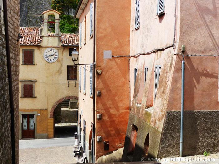 Roccalbegna streets