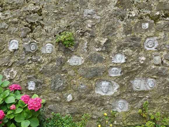 Faces in wall in Roccalbegna