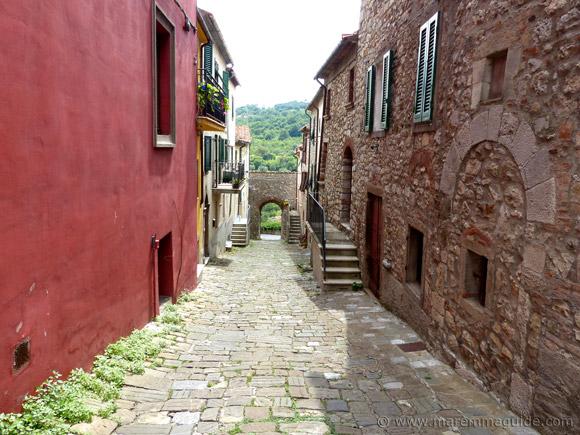 Roccalbegna Via della Madonna
