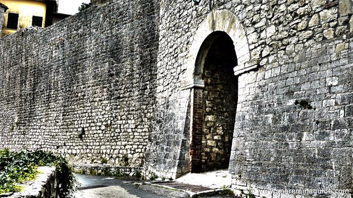 Roccalbegna Porta di Maremma