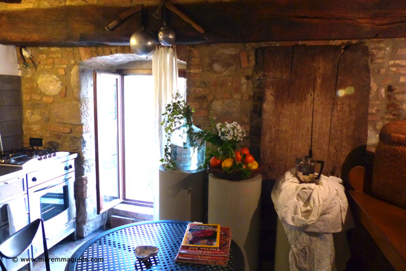 Romantic Tuscany apartment kitchen in Maremma