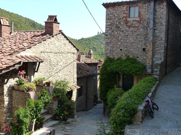 Sassetta houses
