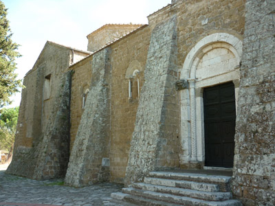 Cathedrals in the middle ages: the Duomo dei Santi Pietro e Paolo, Sovana Maremma Tuscany Italy