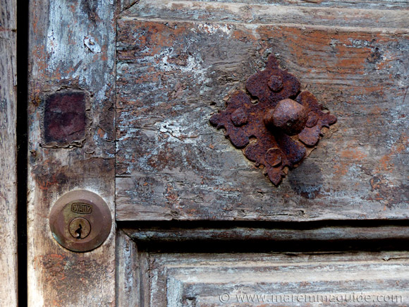 Sticciano villa door detail Tuscany