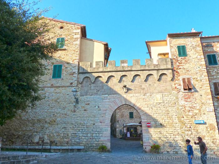 Suvereto Porta di Sotto, Porta Principale.