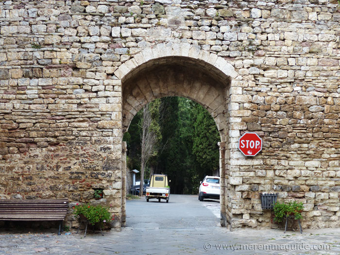 Suvereto city wall and gateway: the Porticciola.