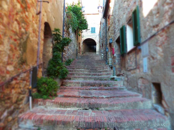 Suvereto Tuscany: Via dei Difficili.