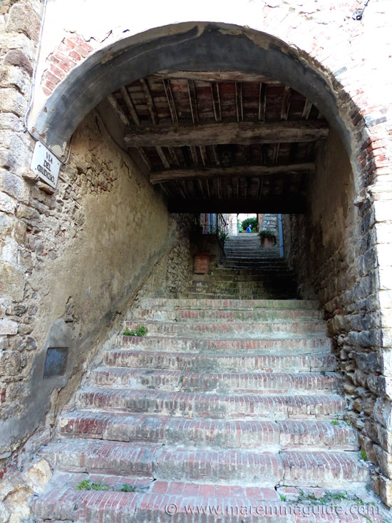 Suvereto Tuscany: Via del Giudizio.