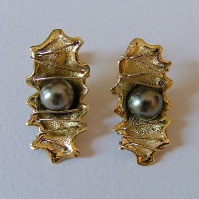 Italian Earrings: Tahitian pearl earrings in yellow gold