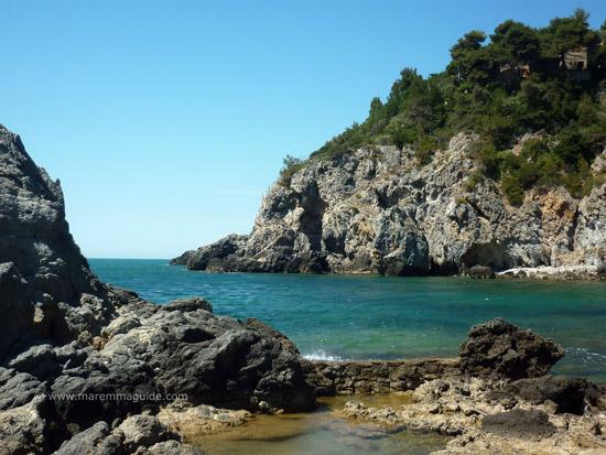 Talamone beach Bagno delle Donne: a rocky shore