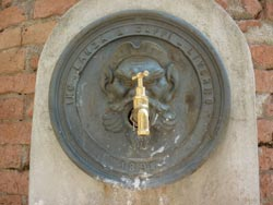 Tatti cisterna: water well in Maremma Tuscany