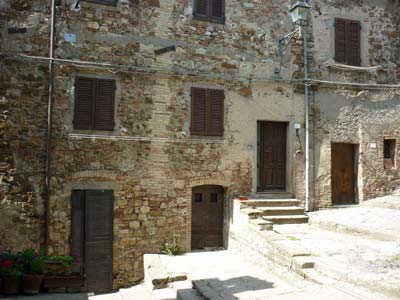 Tatti: medieval doorways