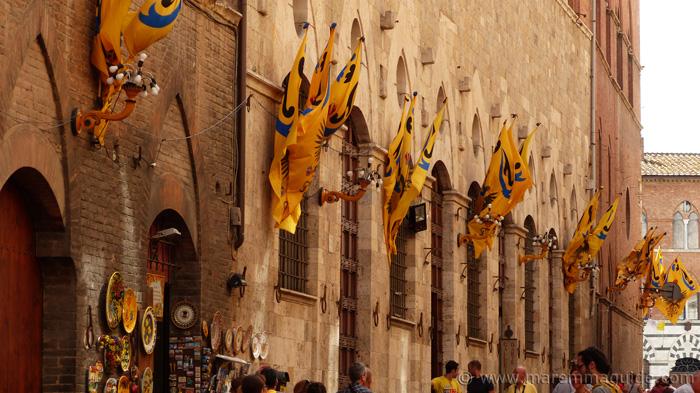 Siena on Palio day: Aquila territory.