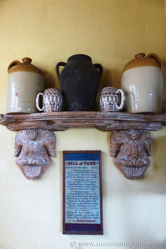 Tuscan kitchen decor finishings.
