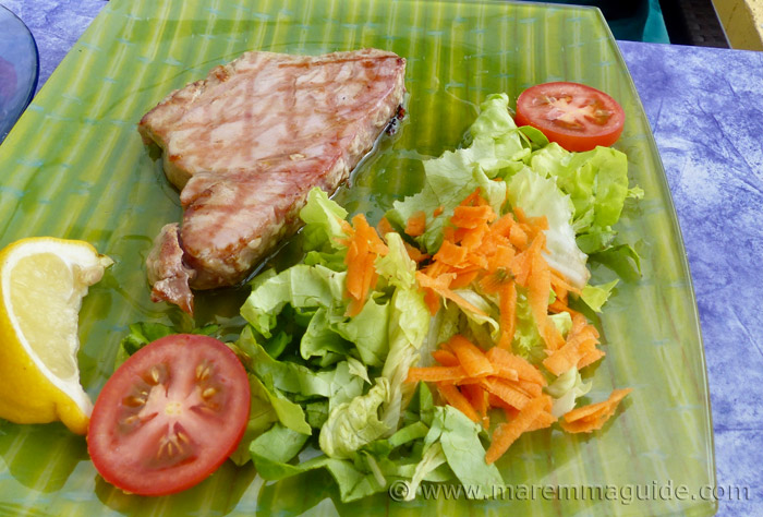 Maremma beach restaurant: grilled fresh tuna steak