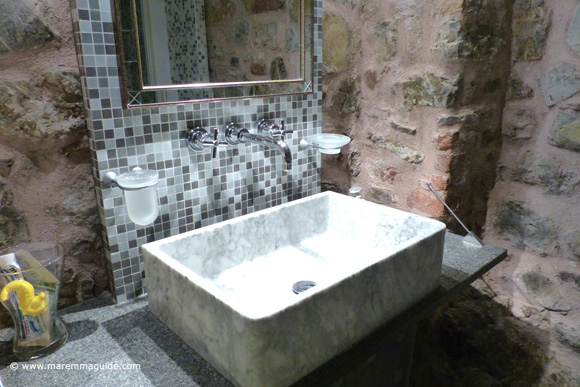 Tuscany bed and breakfast bathroom in a romantic apartment