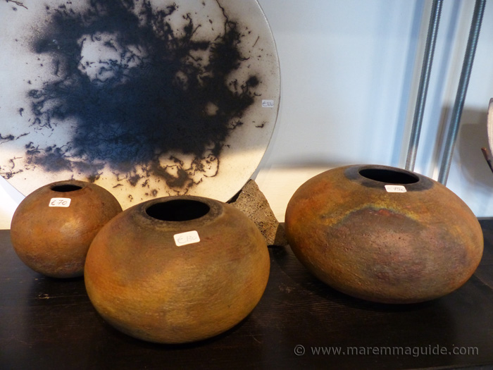 Metal oxide glazed pottery in Tuscany