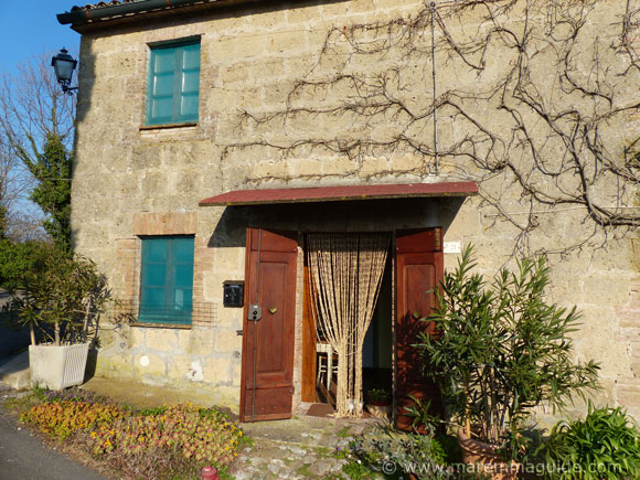 Countryside cottage with views for sale in Tuscany.