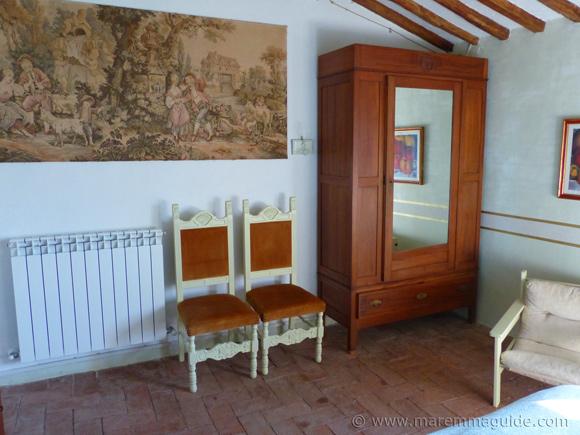 Tuscany bedroom decor details.