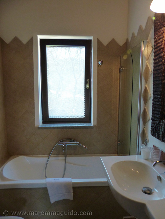 Holiday home Maremma: cottage bathroom.