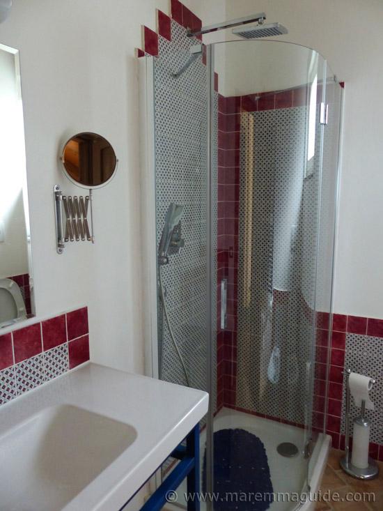 Poggio La Croce Scarlino: cottage bathroom.