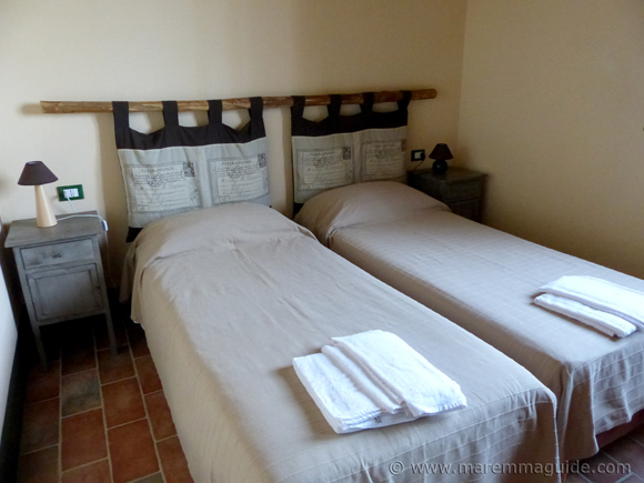 Holiday homes Maremma: twin bedroom