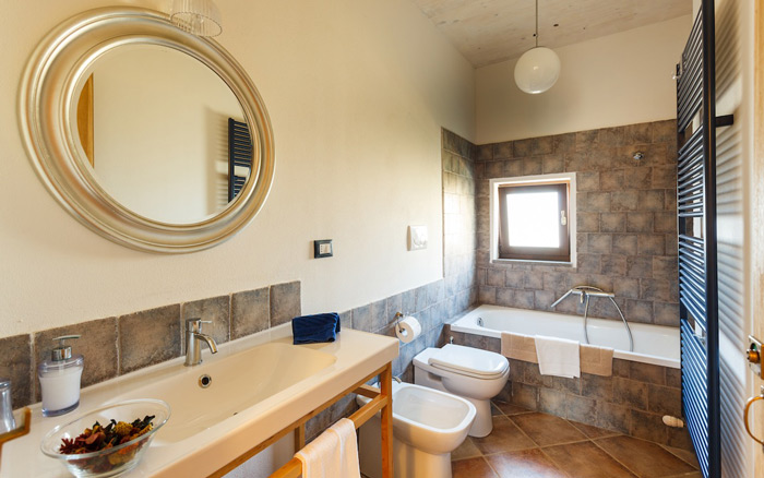 Tuscany cottages: bathroom