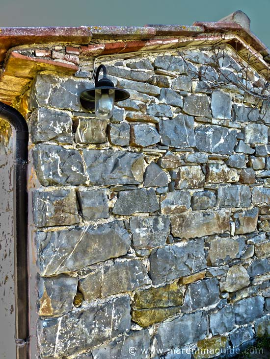 Tuscany farmhouse restoration: traditional stone walls